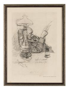 Bismarck sitzt seitlich am Tisch und stützt den rechten Arm auf; in der Hand hält er Papiere, die er liest.